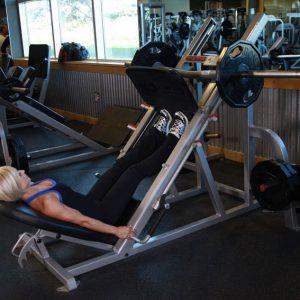 ساق خانم ها روی دستگاه پرس پا