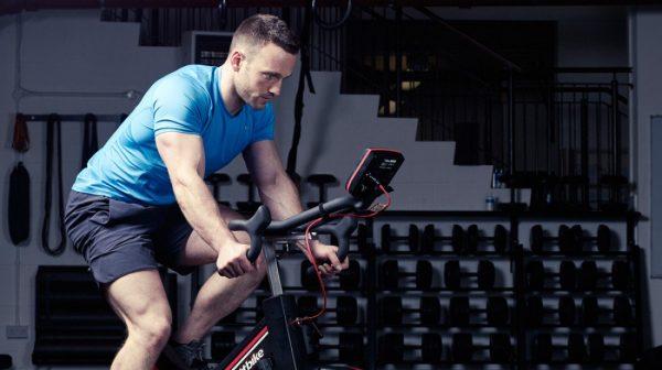 تمرین دوچرخه ثابت با مقاومت بالا برای عضلات چهارسر ران