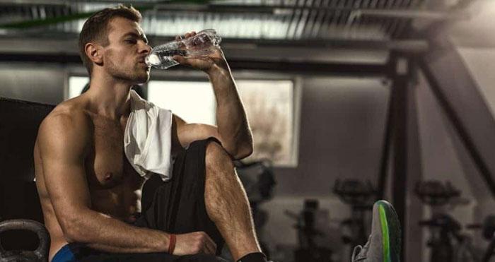 نوشیدن آب برای شکم شش تکه