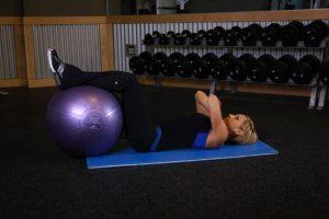 کرانچ - پاها روی توپ بدنسازی برای خانم ها