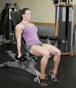 جلو بازو چکشی با دمبل روی میز شیبدار برای خانم ها