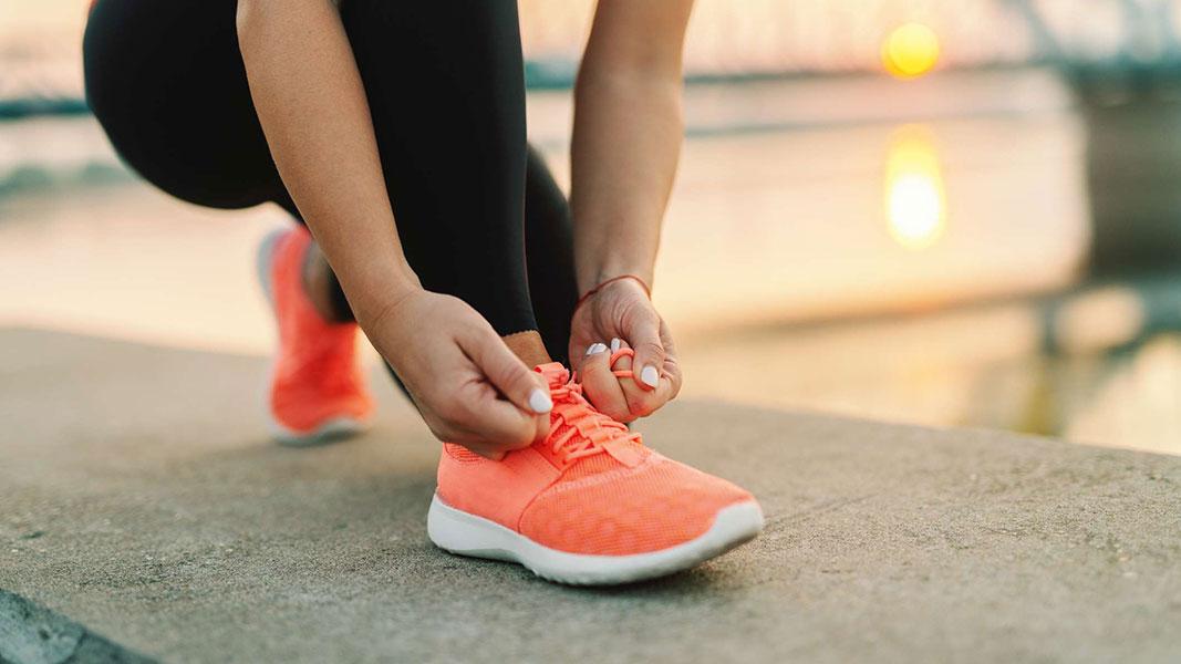 راهنمای خرید کفش پیاده روی زنانه
